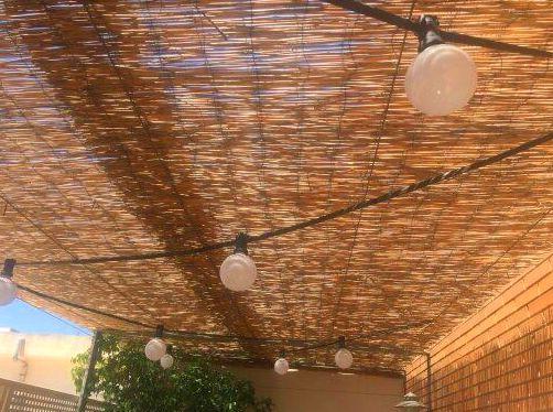 Alumbrado terraza con cañizo de lámparas LED globo