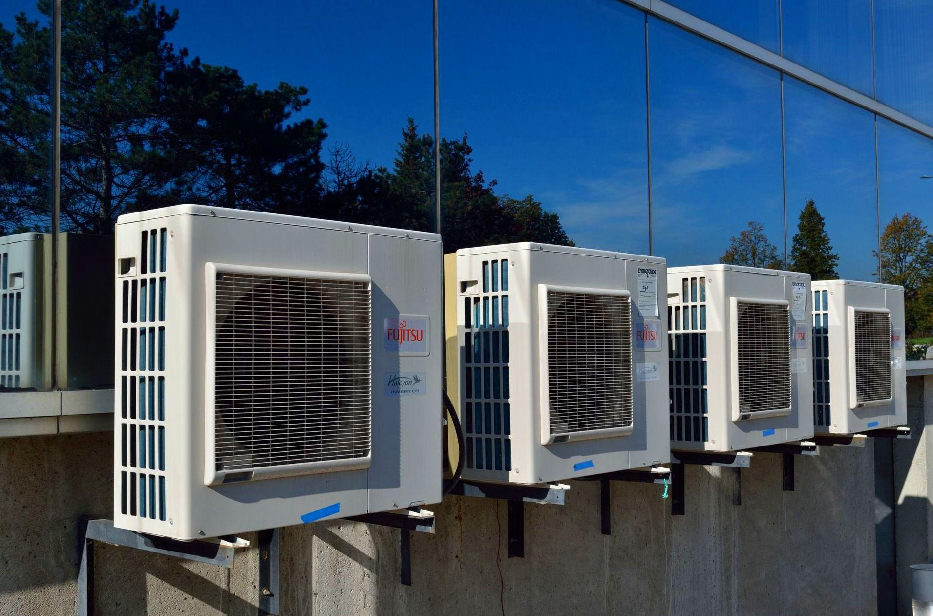 Instalación aire acondicionado fachada