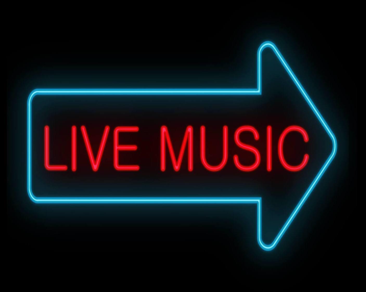 Todos los sábados noches, música en vivo
