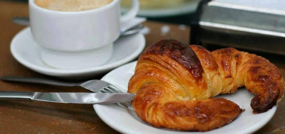 Desayuna  los mejores croissants de la zona