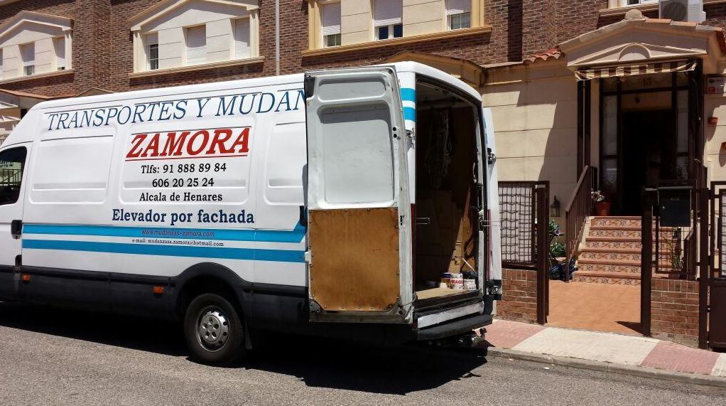 MUDANZA PEQUEÑA EN AZUQUECA DE HENARES