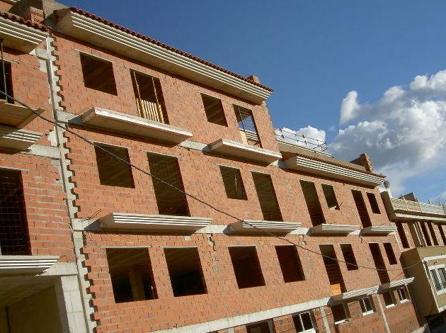 Construccion de un Edifico de viviendas en fase de estructura y cerramientos