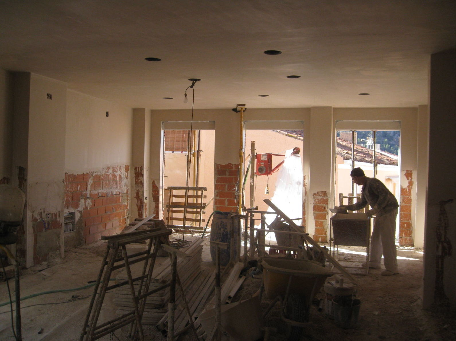 Trabajos en fase  de revestimientos interiores en yeso