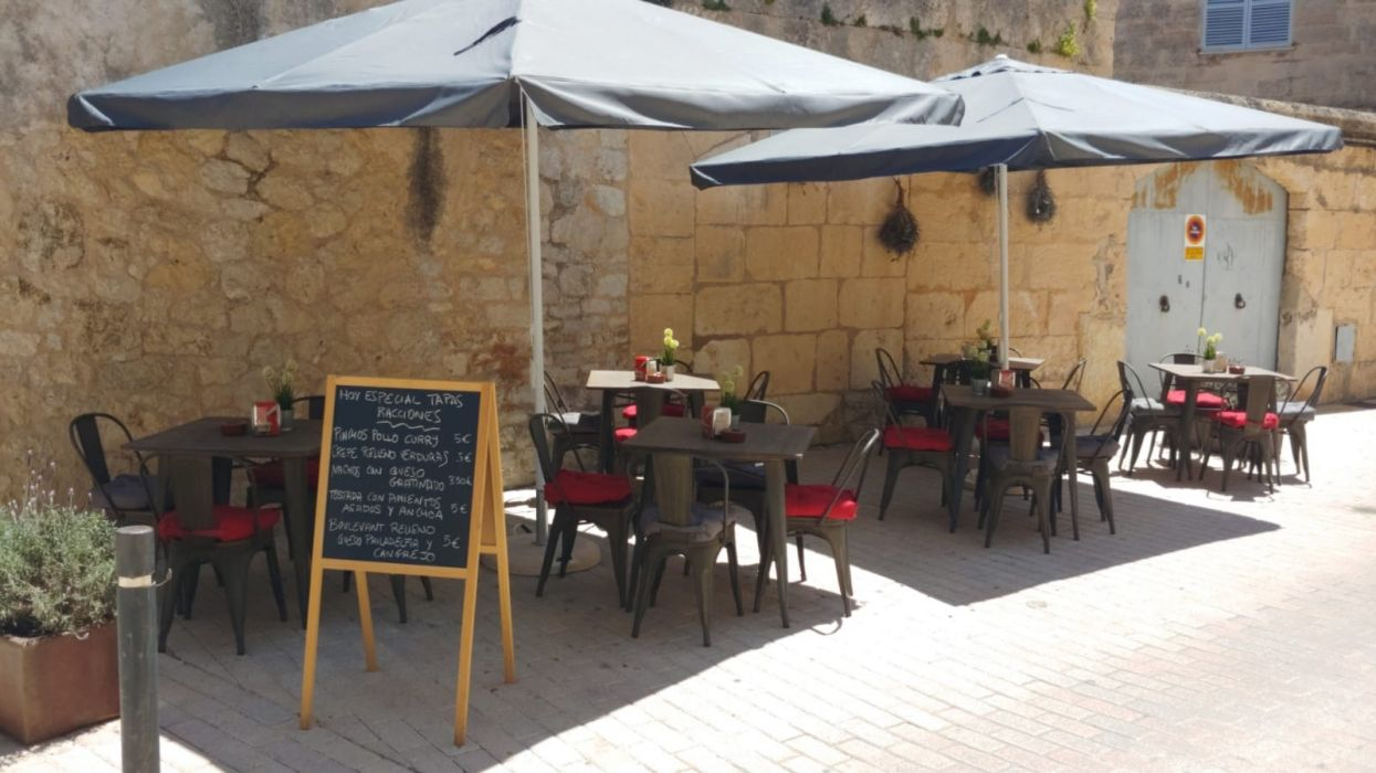 Restaurante con amplia terraza en Son Servera