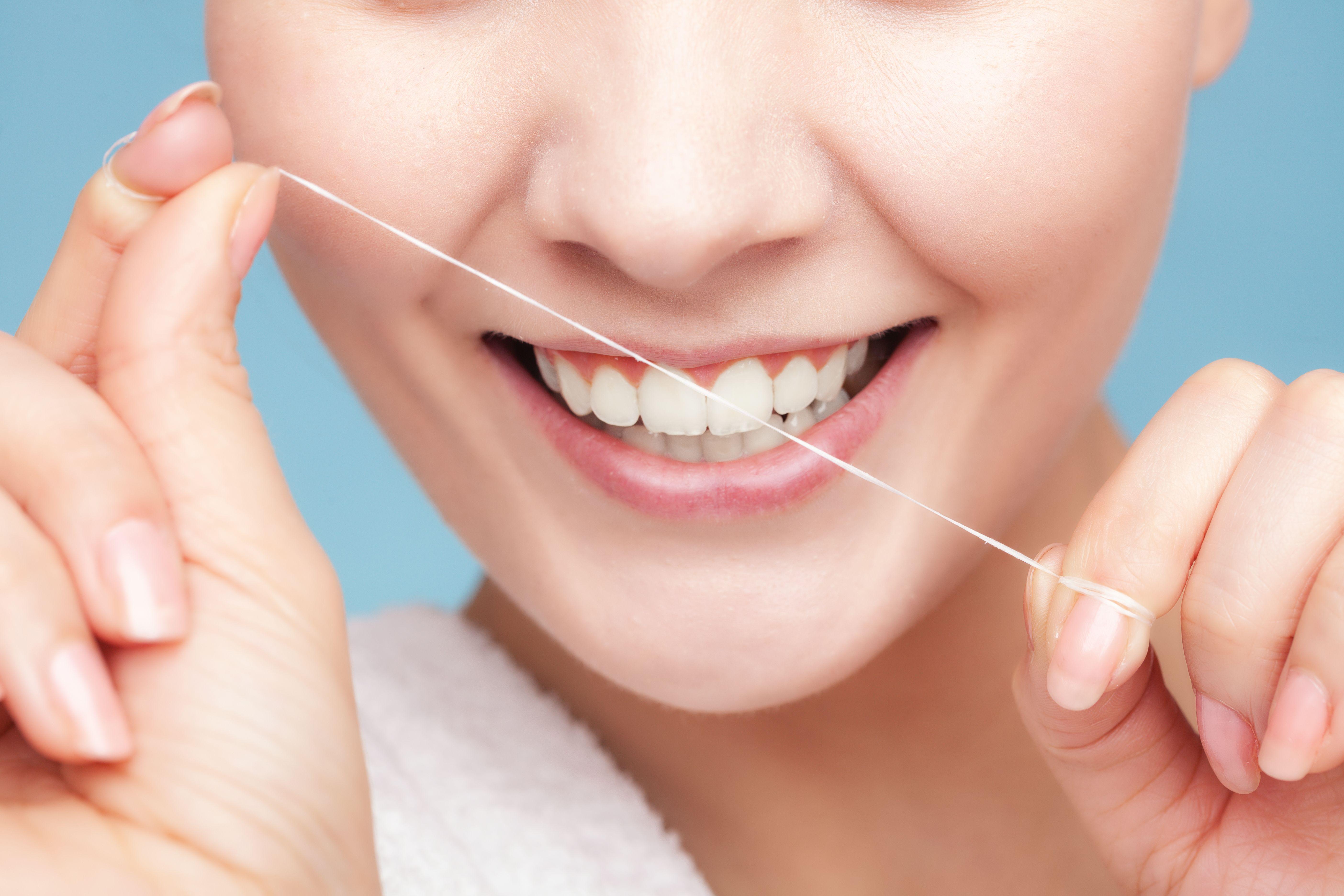 Cepillado e hilo dental: Tratamientos de Hospital Dental de Madrid. Clínicas en San Blas y Alcorcón