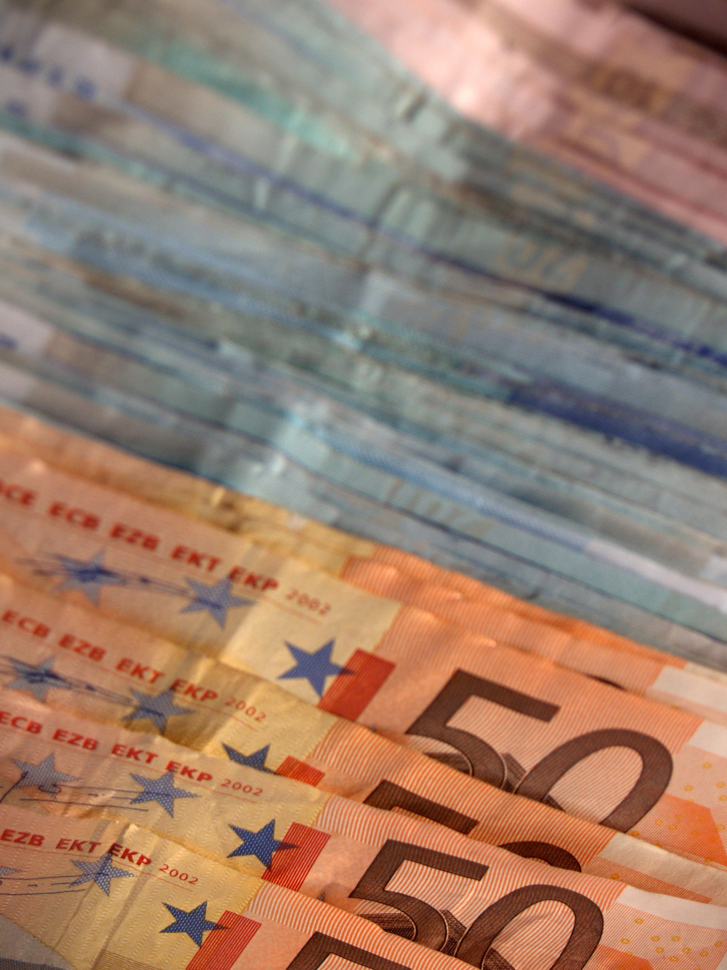 Reclamaciones de deuda y salarios