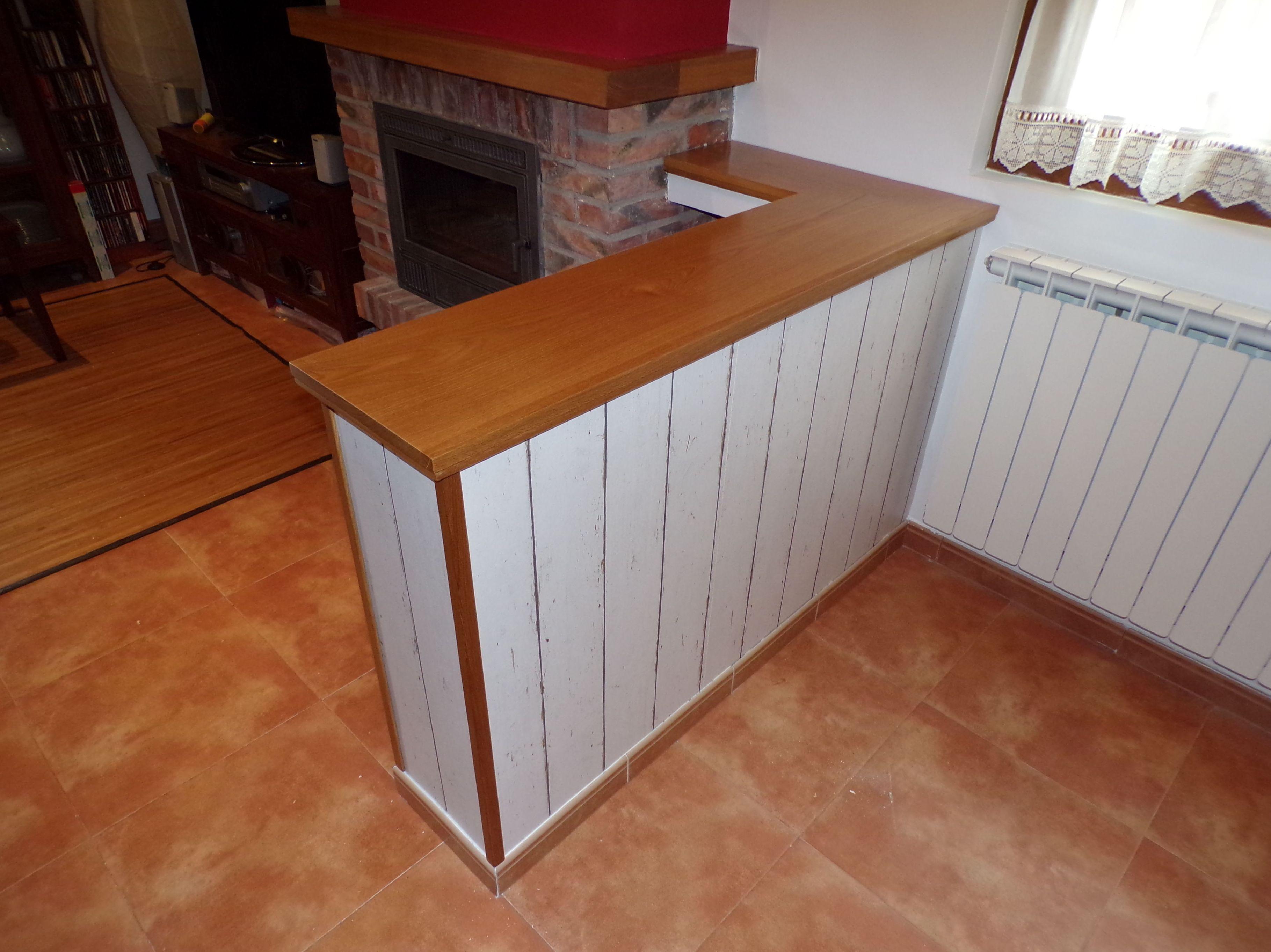 Mueble bajo de madera
