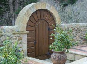 Portón en madera de iroko