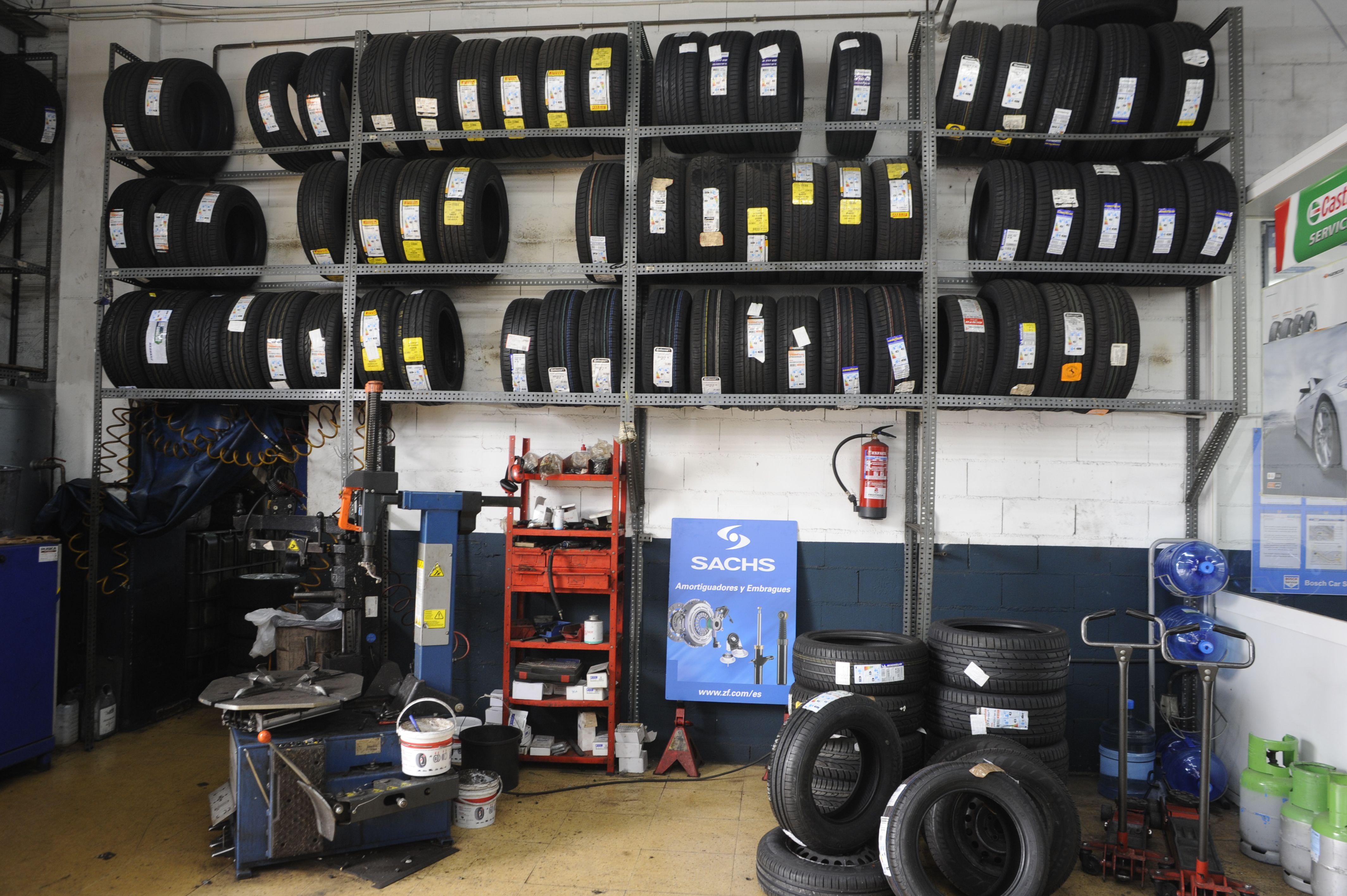 Foto 6 de Taller mecánico en especializado en el cambio de neumáticos en Baracaldo | Max Auto
