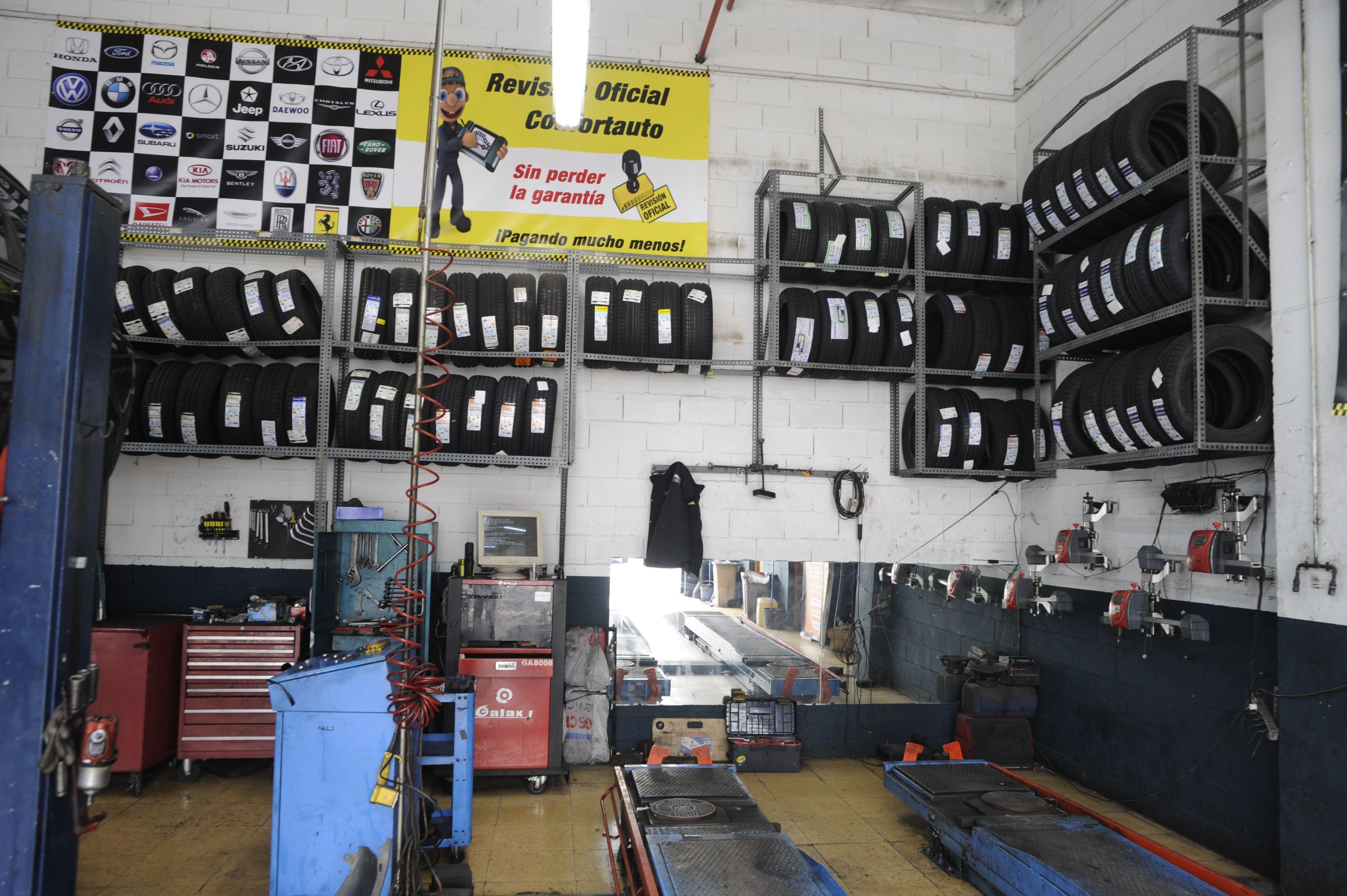 Foto 1 de Taller mecánico en especializado en el cambio de neumáticos en Baracaldo | Max Auto