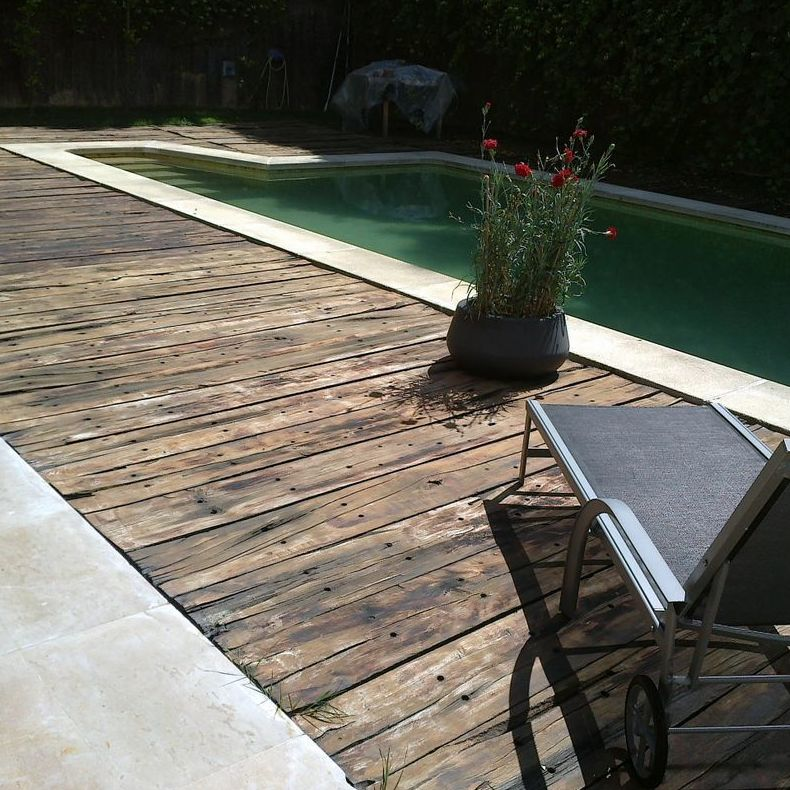 Instalación de tarima para piscina