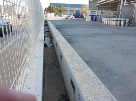 Muro de hormigón construido en Moncada