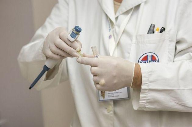 Controles analíticos y toma de tensión en Farmacia Carlos Haya