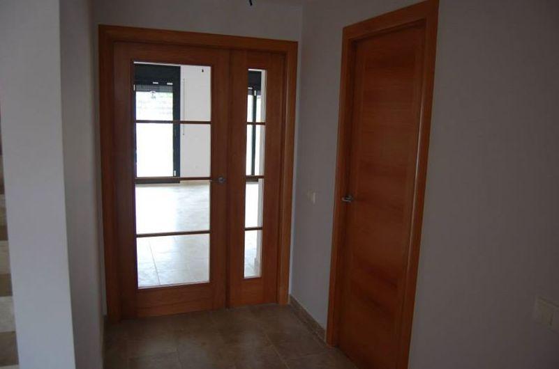 Puertas de interior en madera barnizadas o lacadas