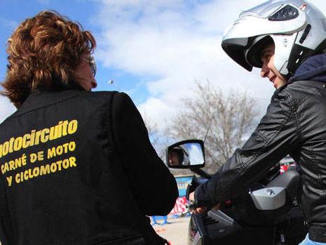 Autoescuela exclusiva de motos en Madrid