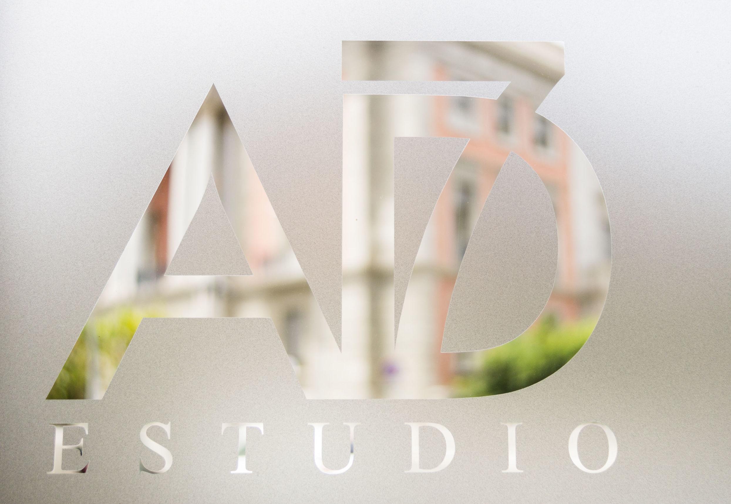 Contrata: Servicios de AD7 Estudio