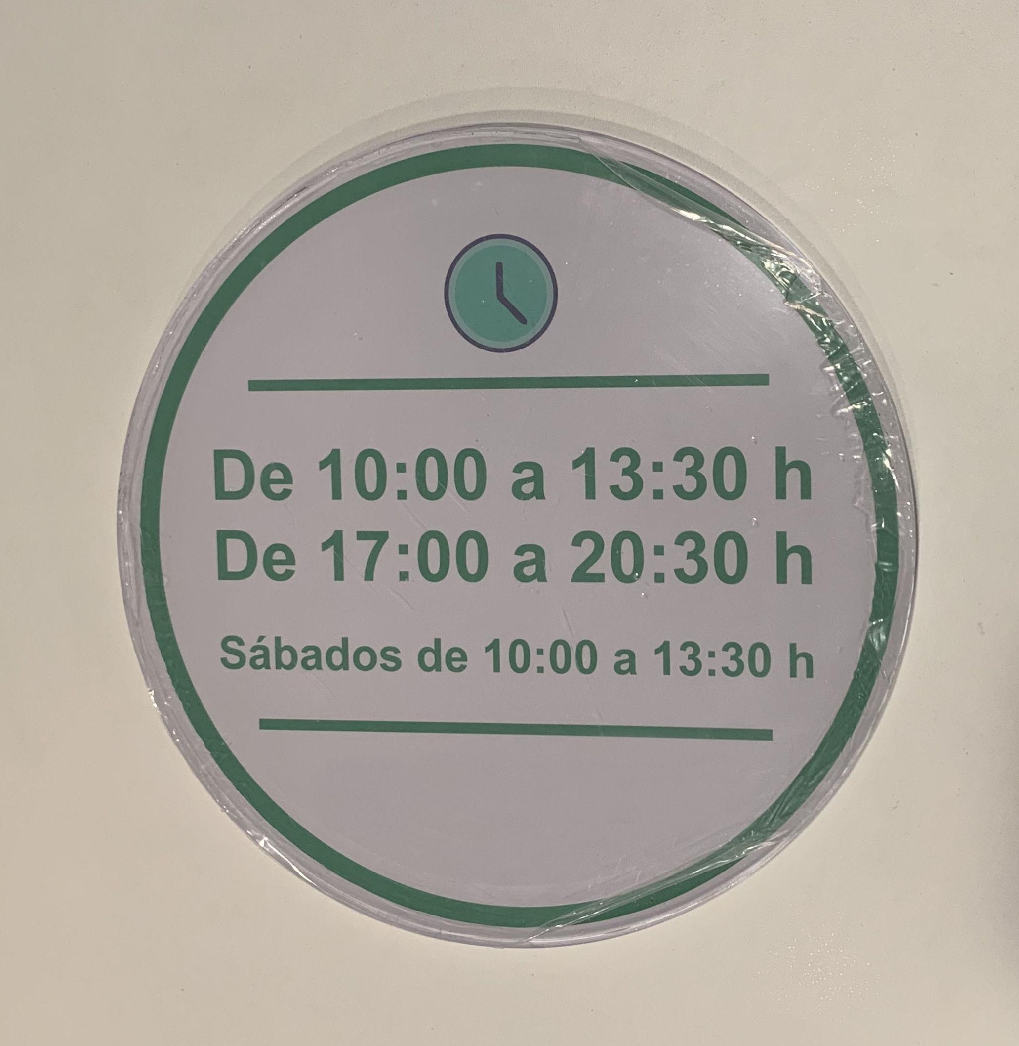 Metacrilato circular con gráfica trasera en vinilo impreso