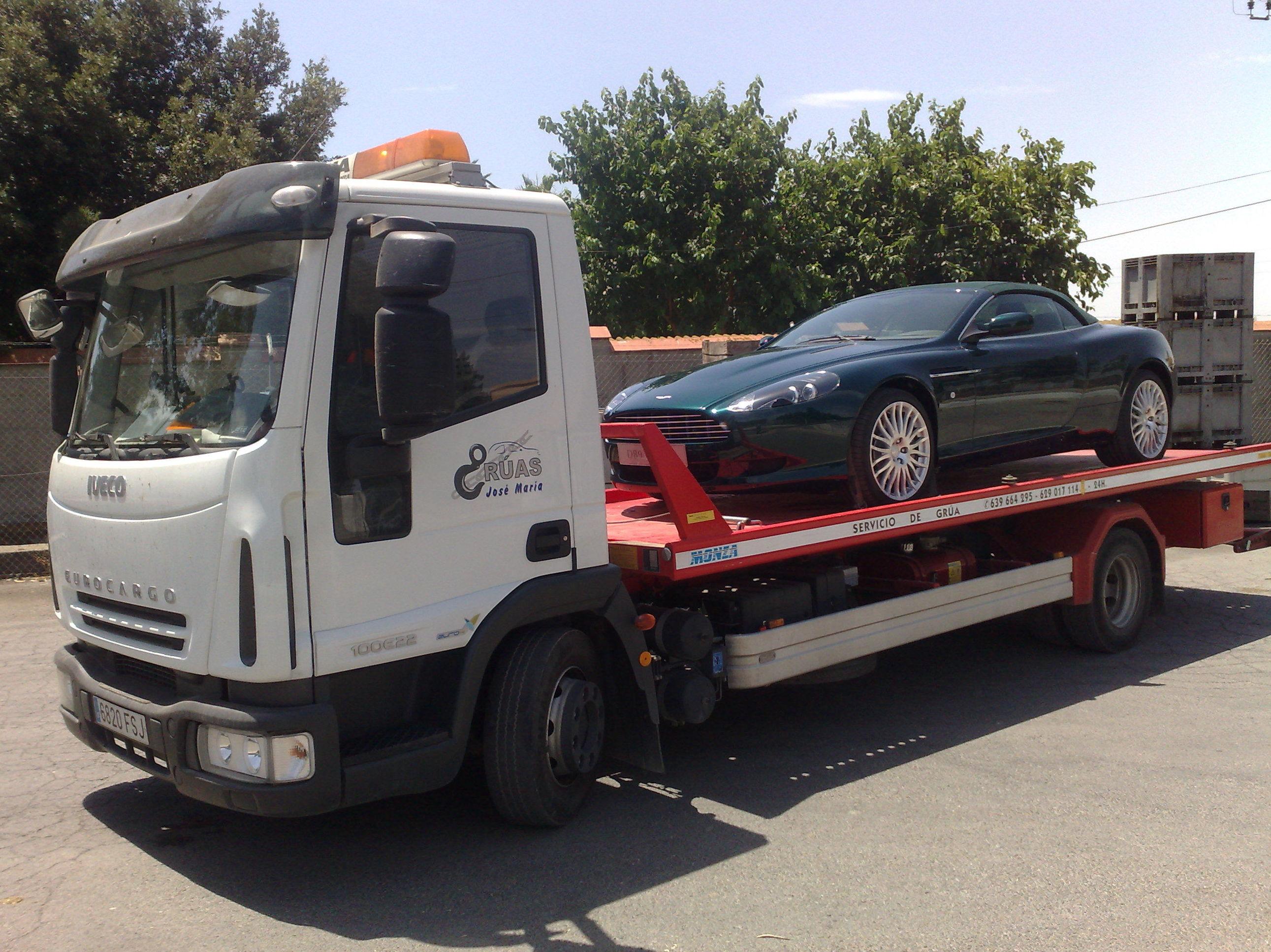 Foto 1 de Grúas para vehículos en Valencia | Grúas José María
