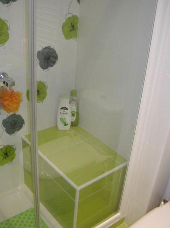Baño con ducha y asiento de obra, mampara Duscholux
