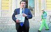 D. Manuel Martos tras presentar demanda colectiva en Sevilla, 200 demandantes