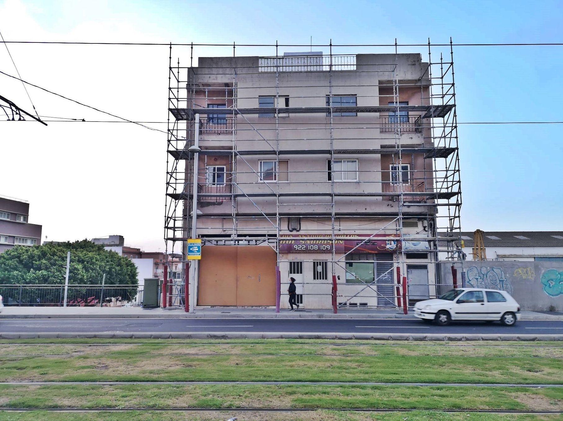 Andamio multidireccional para rehabilitación de fachada. Taco.