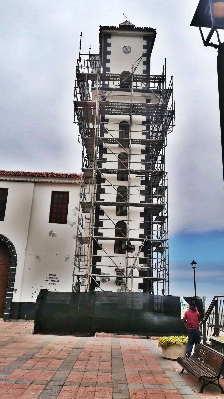 Andamio multidireccional para reforma de la iglesia de La Vega. Icod de los Vinos.
