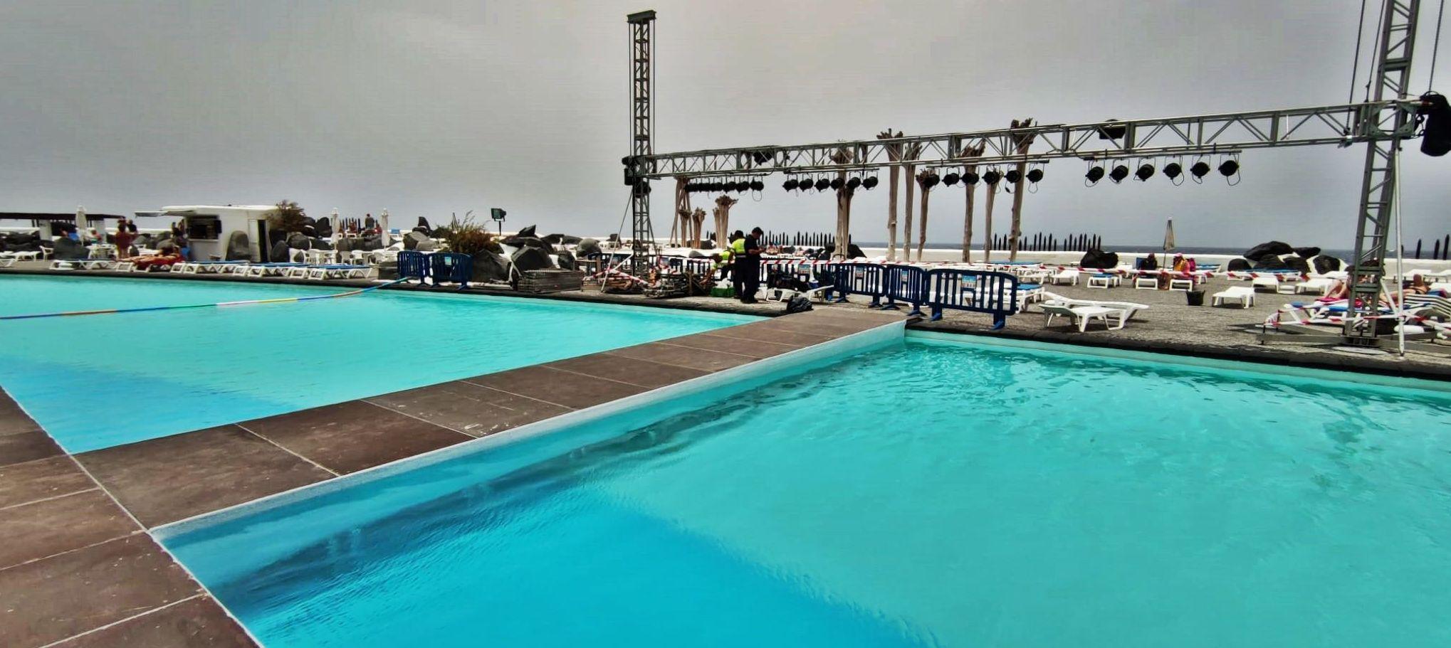 Montaje escenario para Miss Norte 2021. Lago Martiánez. Puerto de la Cruz.