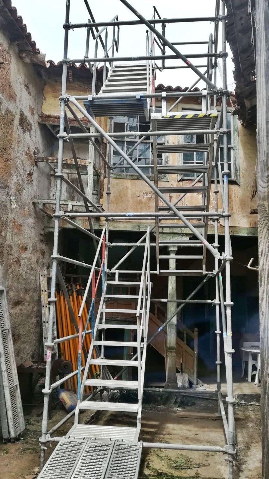 Andamio multidireccional rehabilitación fachada vivienda antigua. La Laguna.