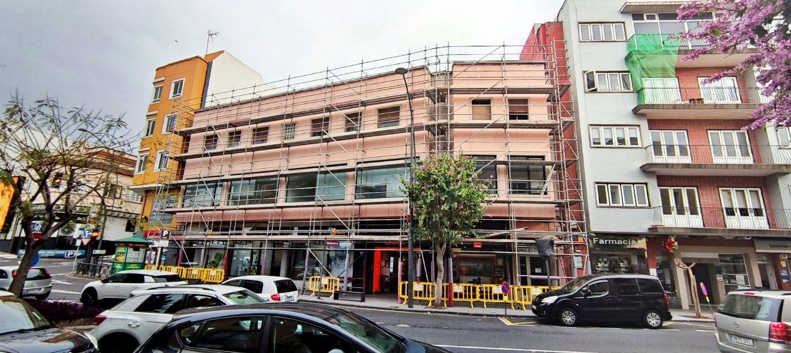 Proceso de montaje de andamio multidireccional. Rehabilitación de fachada. La Orotava.