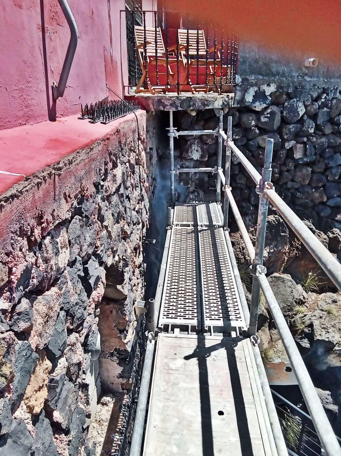 Andamio multidireccional para rehabilitación de piedra. Finca en El Sauzal.