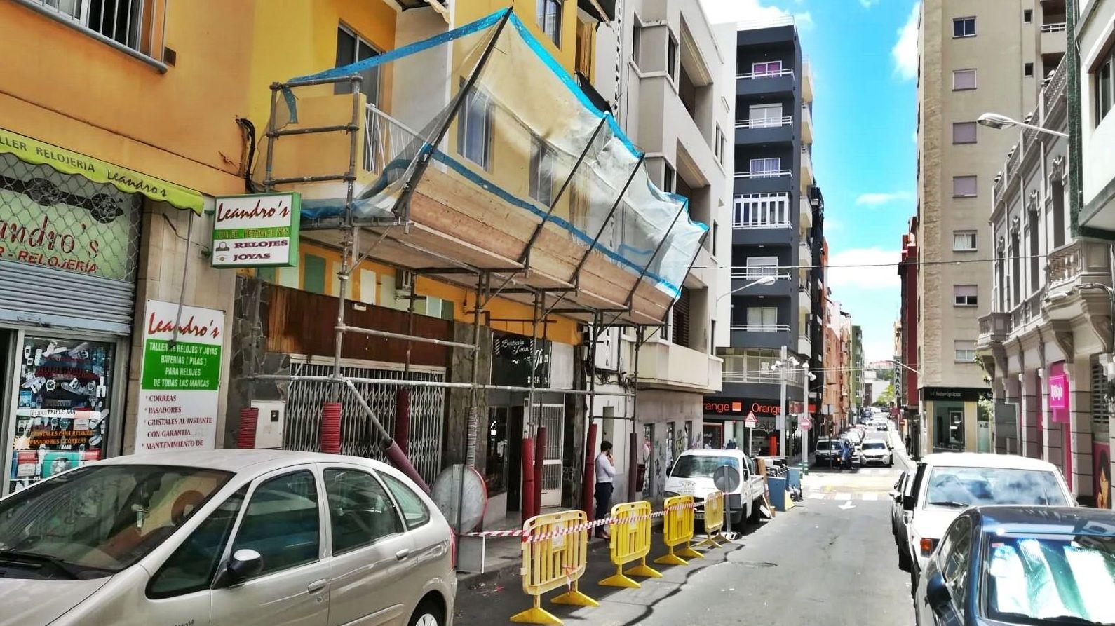 Marquesina de protección para trabajos verticales. Santa Cruz de Tenerife.
