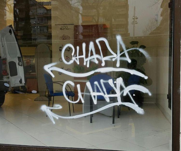 Limpieza de grafitis en cristales