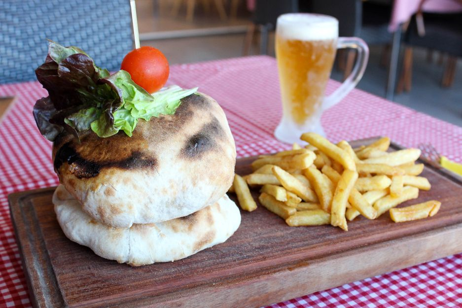 Las mejores hamburguesas en Pizz Burger, Yaiza