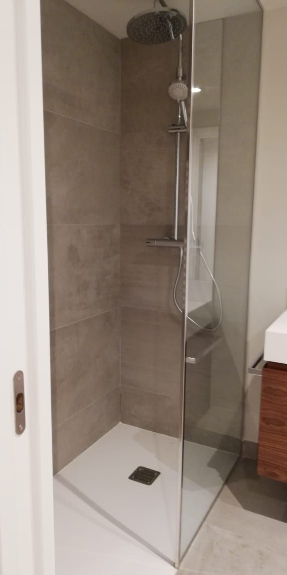 Limpieza y desinfección de baños en viviendas