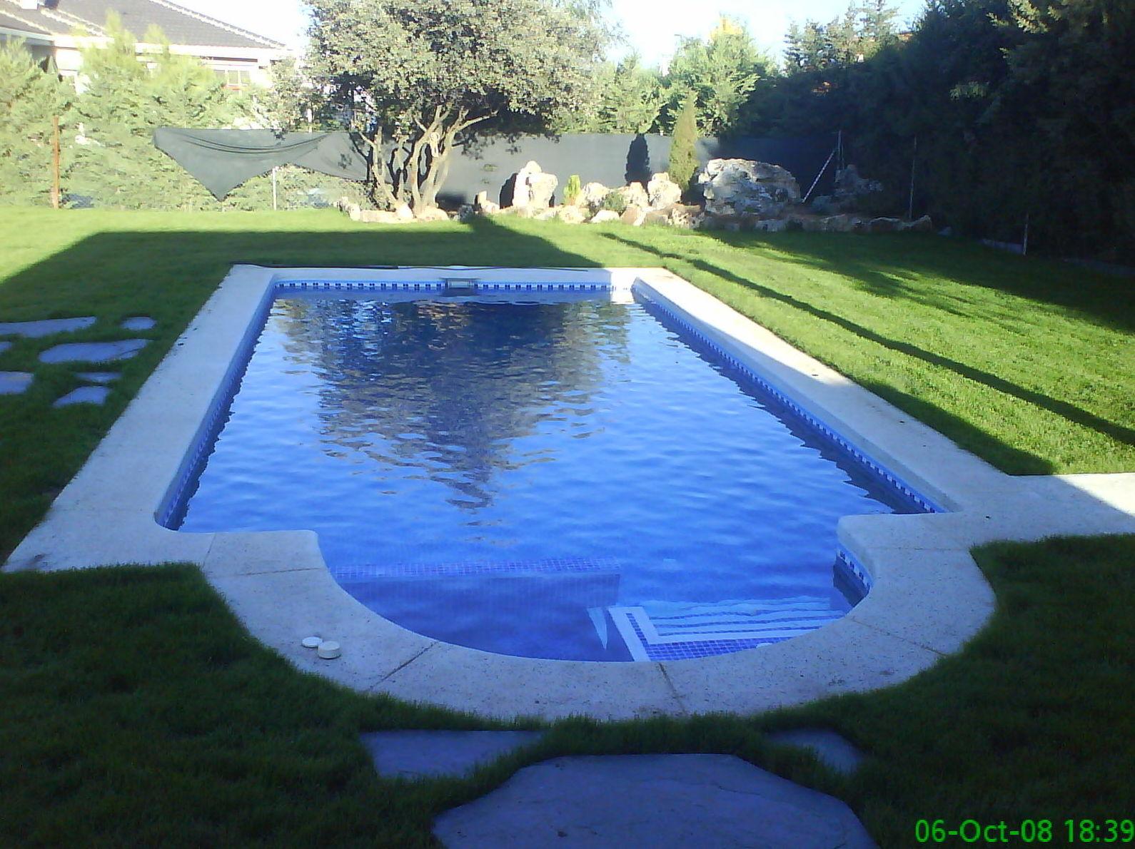 Piscinas de poliester productos y servicios de piscinas y for Productos piscina