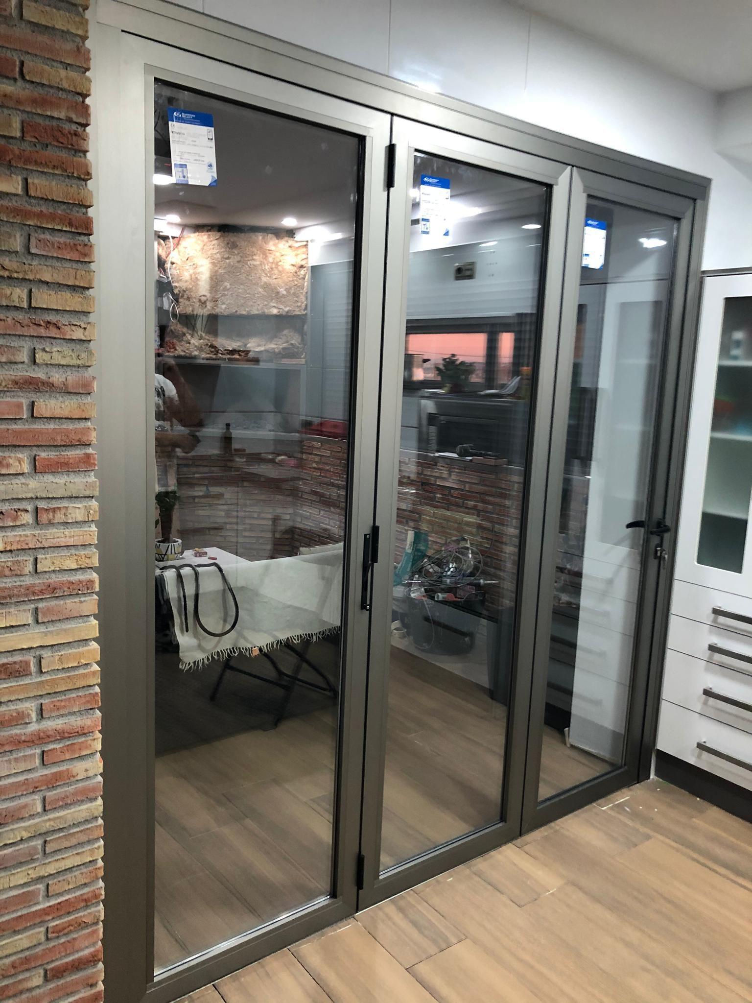 Cerramiento puertas plegables