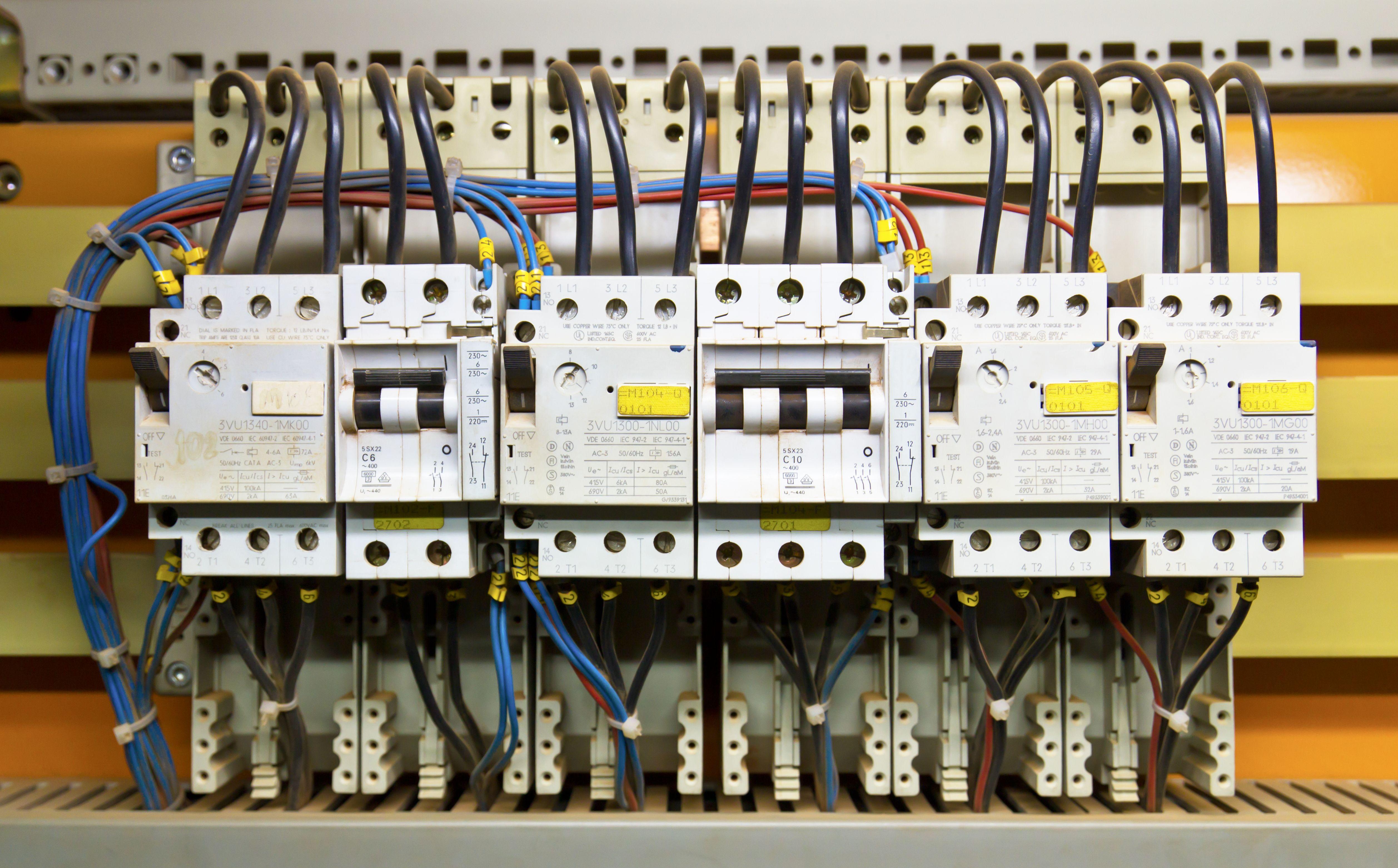 Instalaciones eléctricas de baja tensión: Servicios de Irenn Instalaciones Integrales