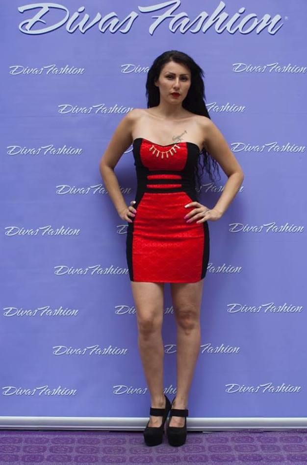 Vestido rojo con laterales en negro