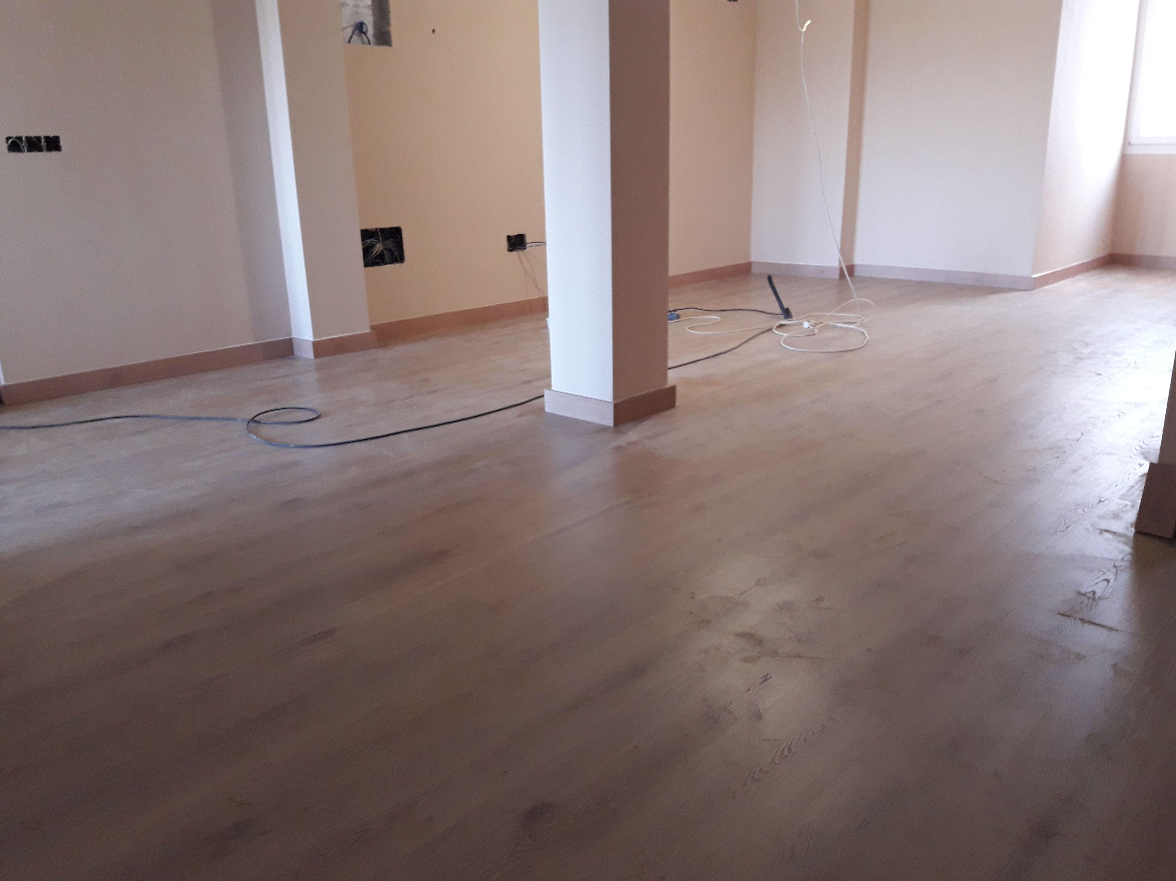 Instalación de Suelo laminado en vivienda. San Roque (Cádiz) por instalador de pavimentos, tarimas y suelo laminado. OFERTAS www.instaladordetarima.com