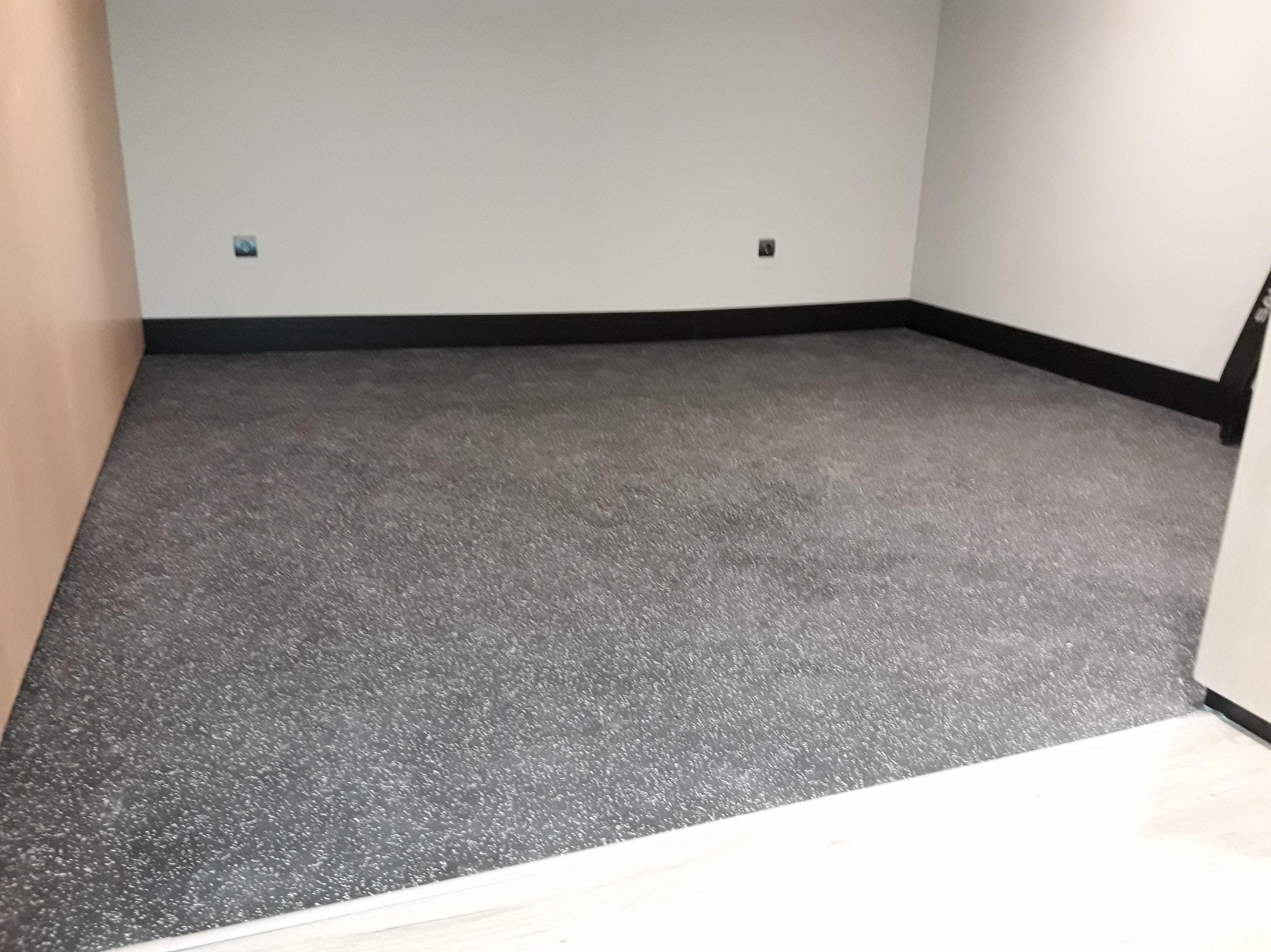 Instalación de pavimento de caucho pegado. Instalador de Pavimentos, Tarimas y Suelos Laminados. Marbella