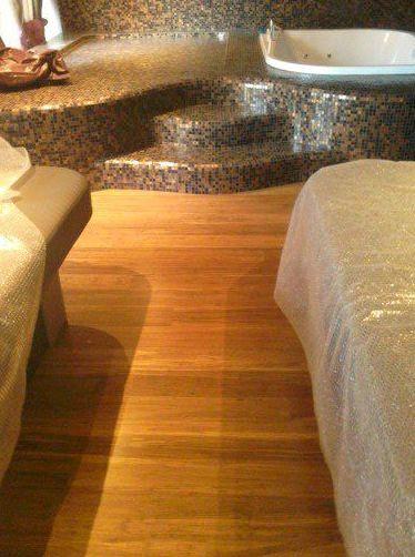 Instalación de Tarima flotante de bambú en Hotel de Estepona (Málaga) por Instalador de tarimas, suelos laminados y pavimentos