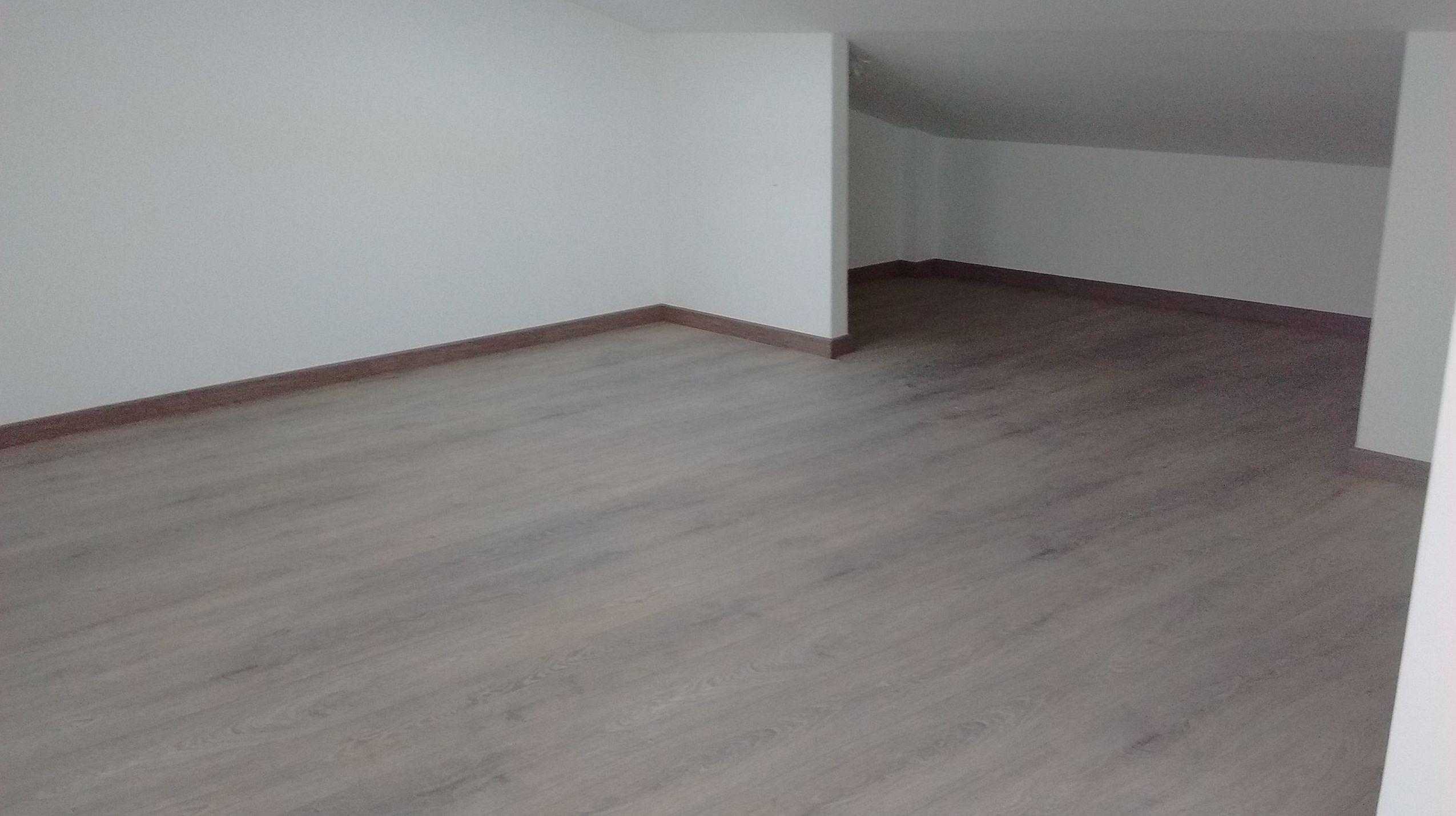 Como instalar suelos laminados fabulous suelos laminados tarima kronopol espaa with como - Como poner suelo laminado ...