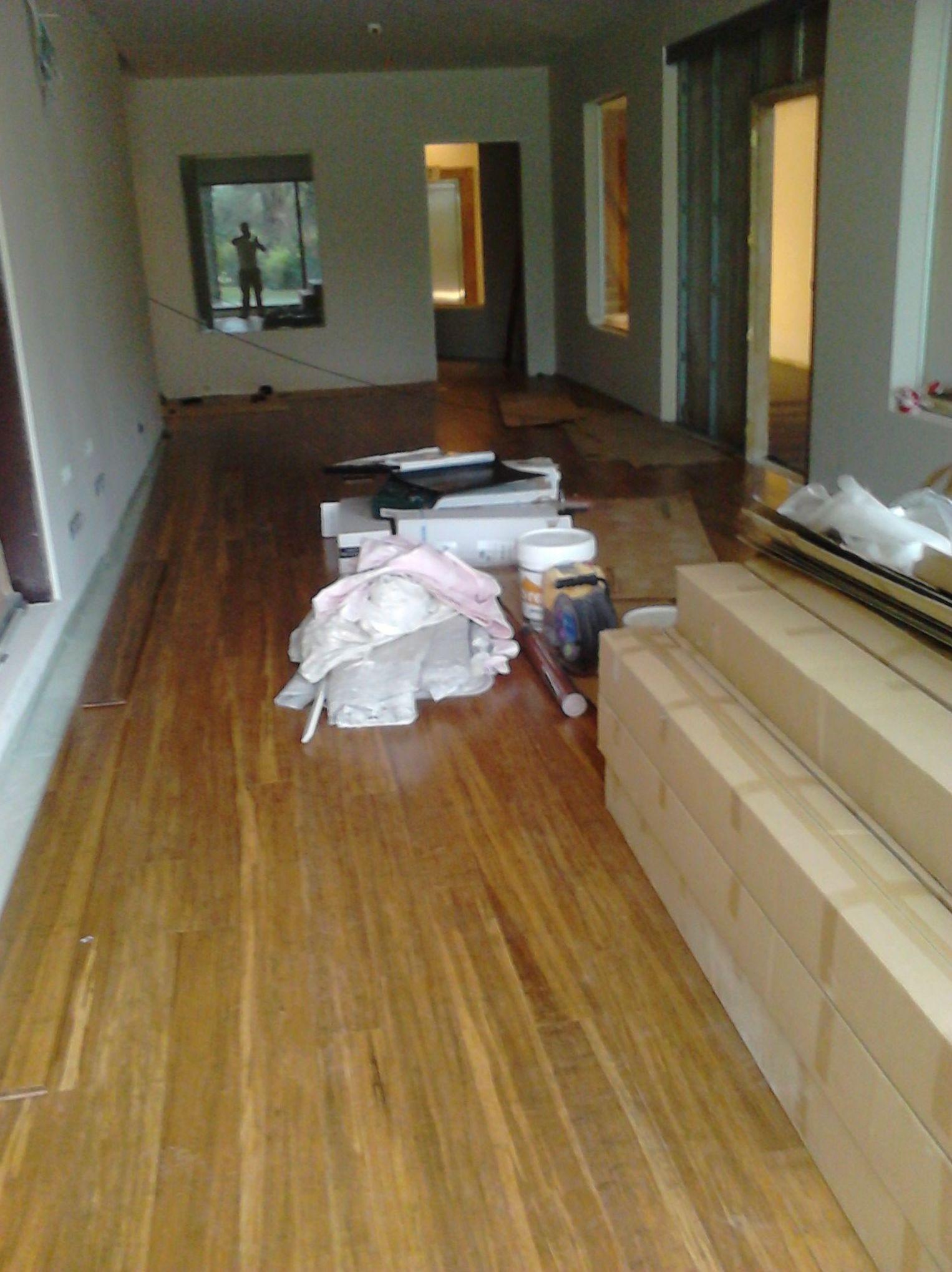 Instalación de Tarima maciza de Bambú y nivelado de pavimento con pasta niveladora en el SPA del Hotel Kempiski