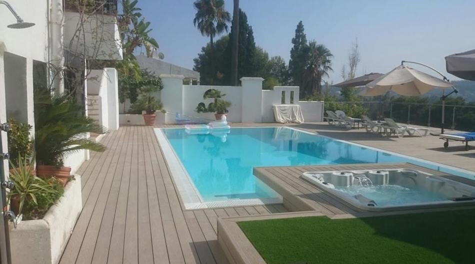 Montaje de tarimas para piscinas en Málaga
