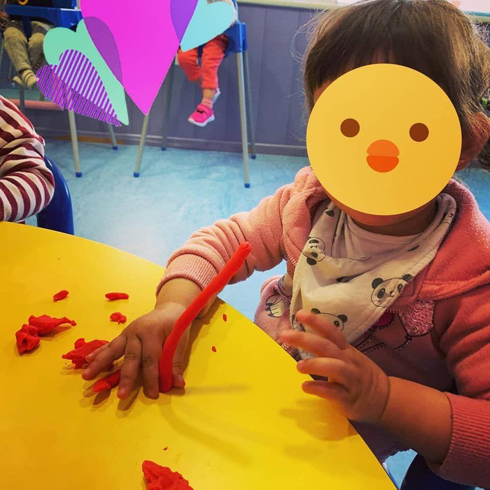 Aprendiendo las formas y los colores gracias a la plastilina