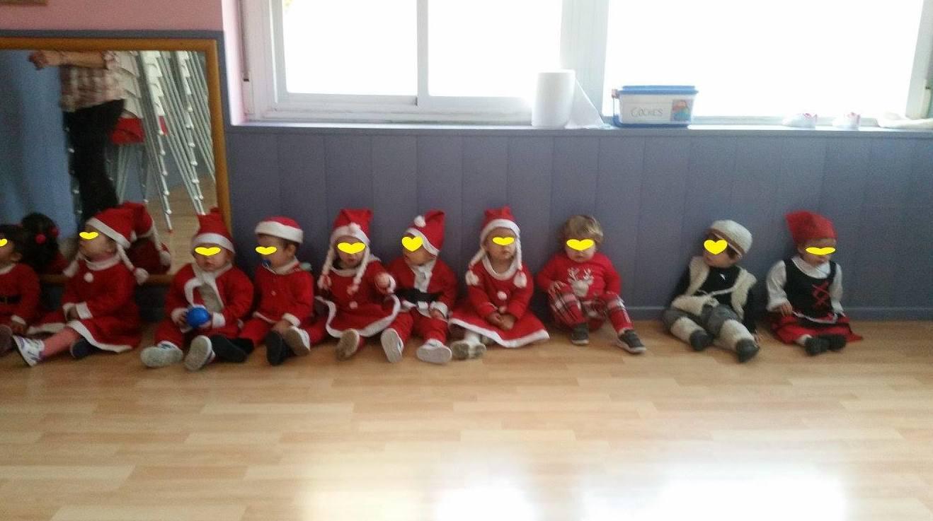 Los más peques de Pequesol disfrazados para esperar la llegada de Papá Noel