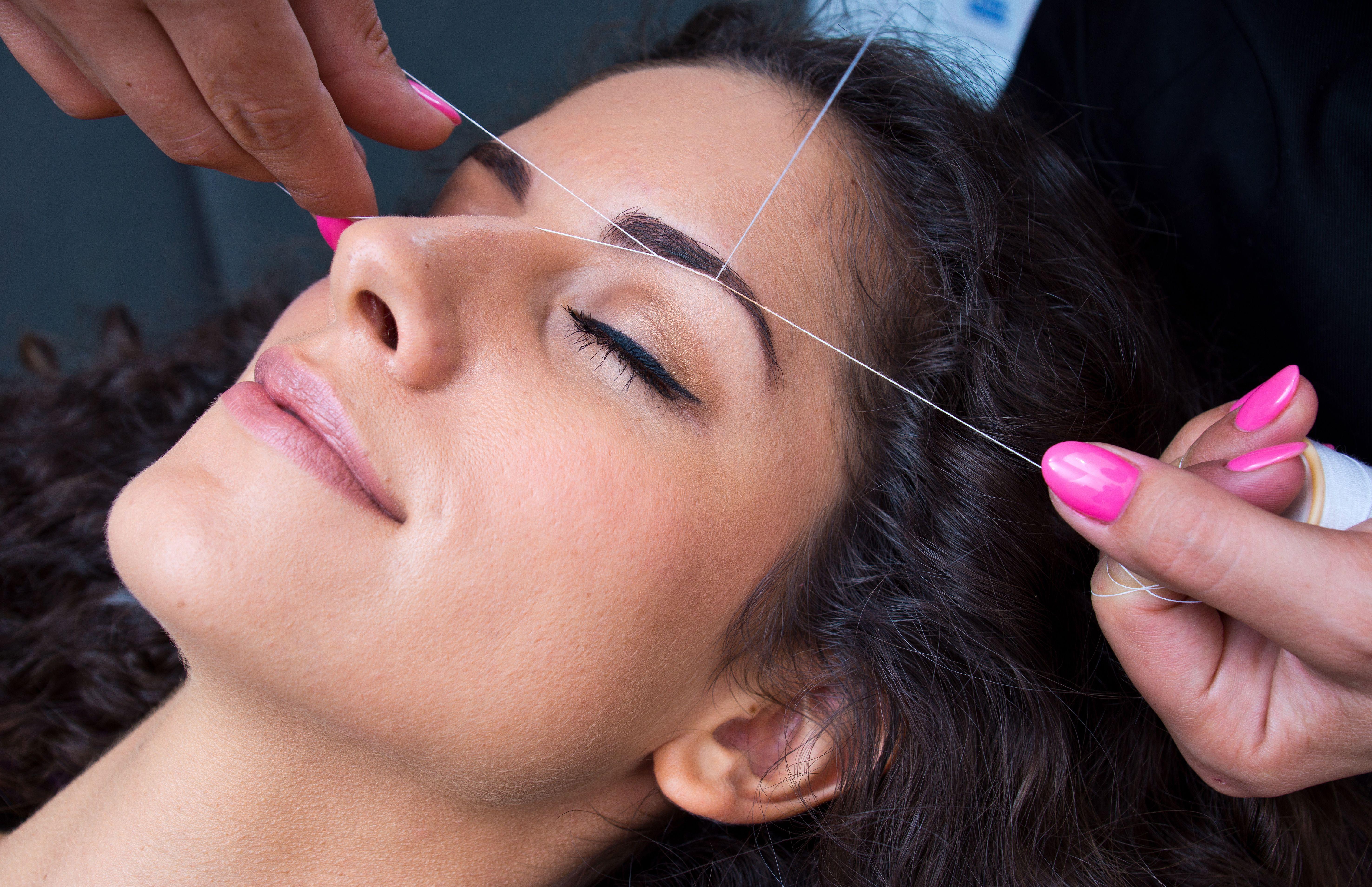 Depilación con hilo: Servicios de Uñas y Belleza