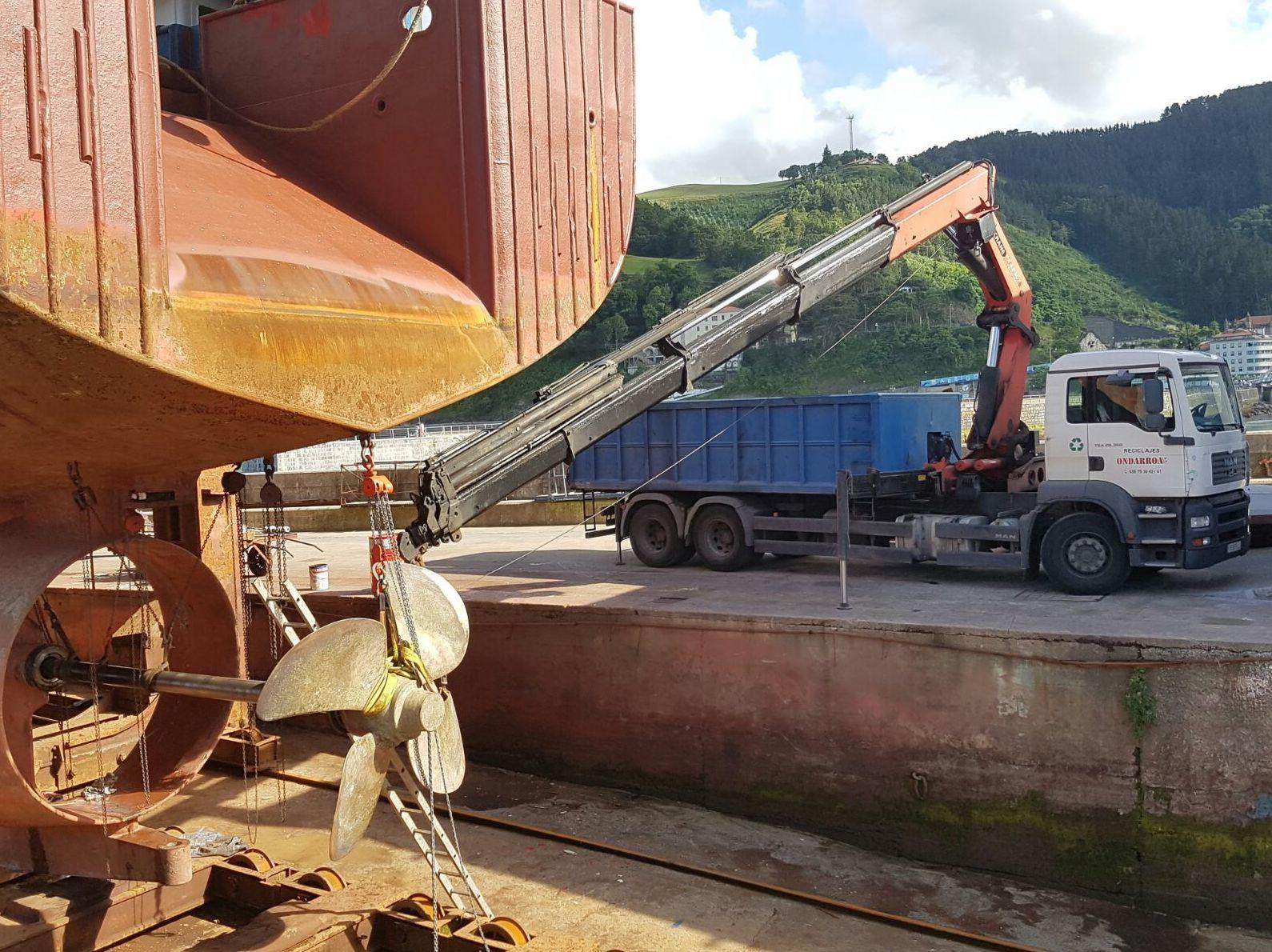 DESGUACE DE BARCOS: Servicios de Reciclajes Ondarroa