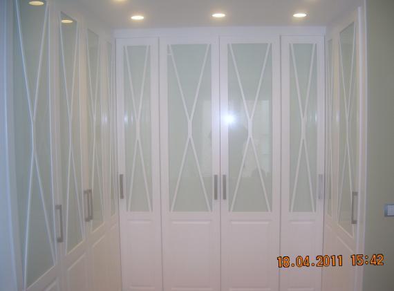 Vestidor con puertas lacadas mod.Aspa