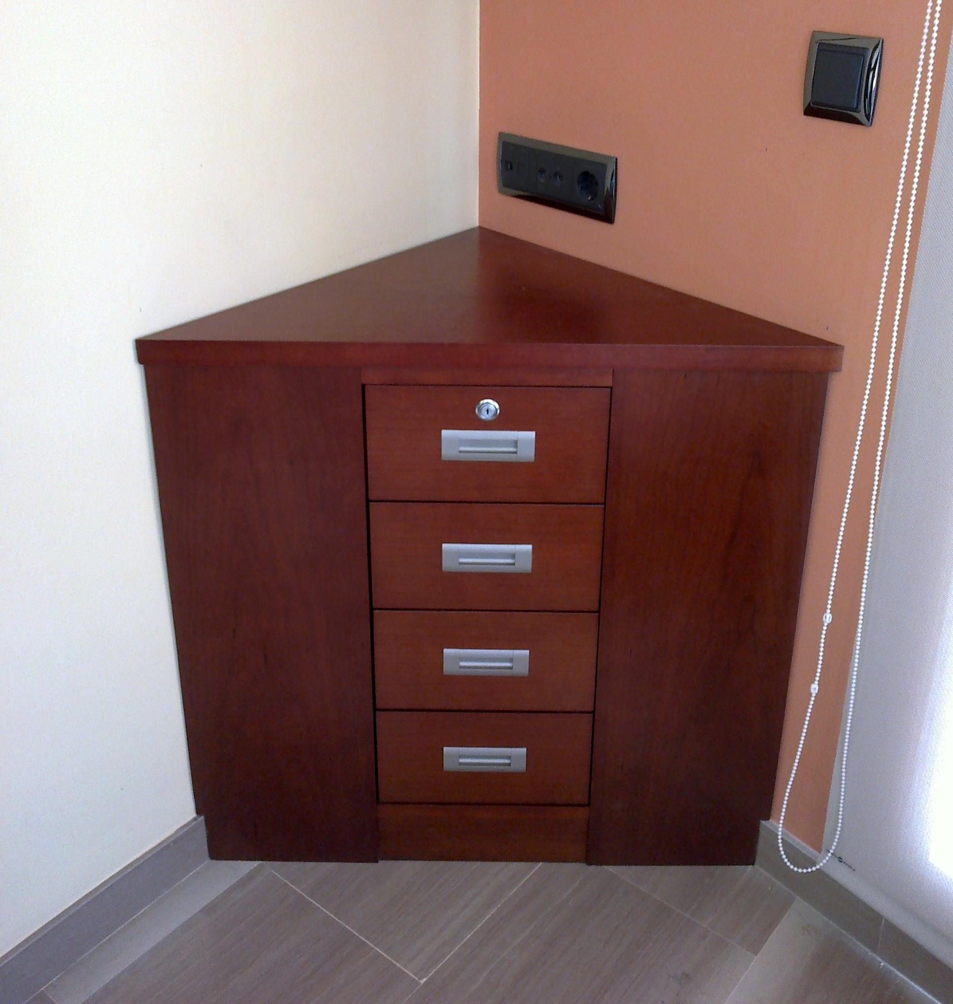 Mueble cajonera rinconera en Cerezo tintado